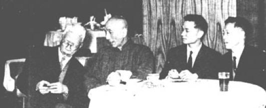 El Patriarca Ip Man supervisando los Ving Tsun Kuen Kuit